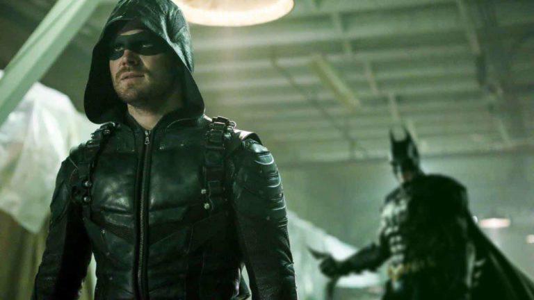 U Premijernoj epizodi posljednje sezone Serije 'Arrow' viđena Batman maska [Video u članku]