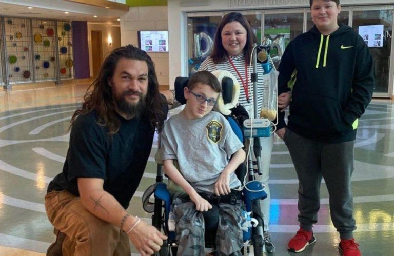 Aquaman zvijezda Jason Momoa posjetio dječije bolnice