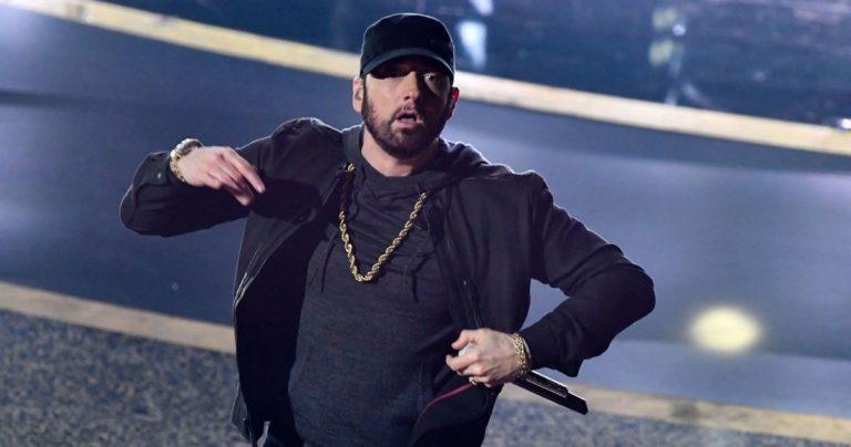 """Eminem oduševio publiku na dodjeli Oscara izvedbom pjesme """"Lose Yourself"""" iz filma """"8 Mile"""""""