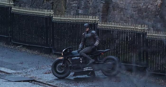 The Batman nove slike sa seta pokazuju još detalja Gotham Cityja i motorističku akciju