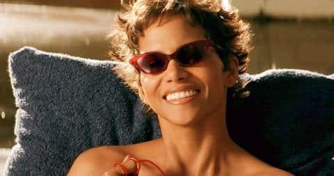 Halle Berry u toplesu promovira ljubav prema svom tijelu