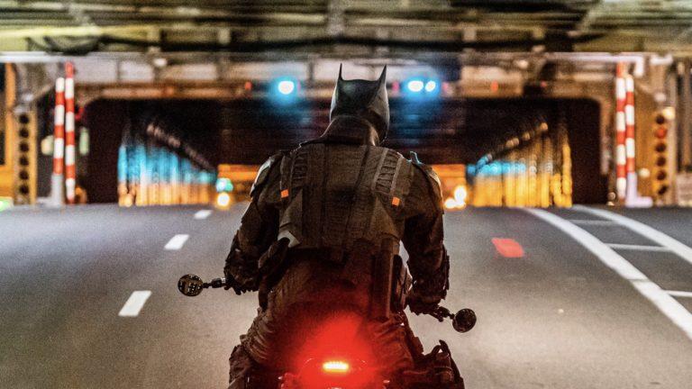The Batman: Nove fotografije sa seta pokazuju Batmana i Catwoman u jurnjavi na motorima