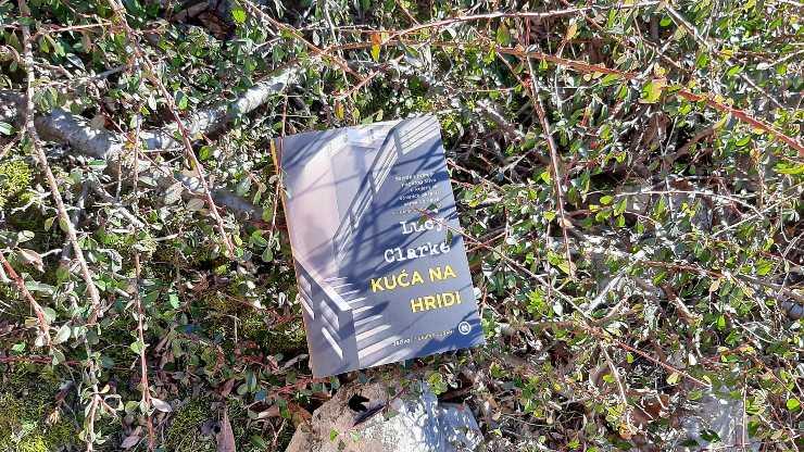 Recenzija knjige: Kuća na hridi